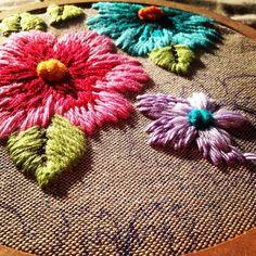 Este bordado avanza con mucha textura y color!!! #seminariodebordadomexicano #seminariodebordado #seminario #cusosdebordadomexicano #solalvarezroldan #lana #instacool #instalove