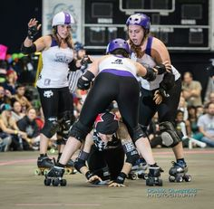 This is NOT roller derby. Serelson's shocked reaction to Vicious Van Gogo trying to get past her Rose City defense in the 2014 WFTDA Championship mimics my own.  Gogo receives a low block penalty and a great pic in the process. Photo by Donna Olmstead.