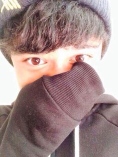 "Calum>>>> YOU DON'T SIMPLY PUT ""CALUM"" WHEN  THIS  MOST ADORABLE PICTURE EVER! YOU FANGIRL LIKE CRAZY BECAUSE SWEATER PAW SELFIE"