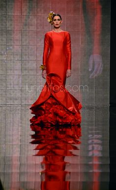 Vicky Martin Berrocal. Simof 2015 Dance Fashion, Red Fashion, High Fashion, Beautiful Red Dresses, Nice Dresses, Spanish Dress, Rose Bonbon, Red Gowns, Modest Outfits
