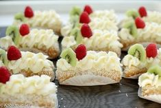 Lange vingers gebakjes | Kookmutsjes Cupcake Recipes, Baking Recipes, Dessert Recipes, Mini Cheesecakes, Drip Cakes, Tea Cakes, Mini Cakes, Happy Cook, Pie Cake