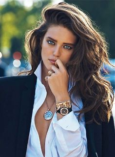"""Sofiaz Choice (via Street Chic) Emily DiDonato in """"La Couleur de L'Or"""" by Lachlan Bailey for Vogue Paris, September 2013 LOve her hair! Emily Didonato, Corte Y Color, Beauty And Fashion, Fashion Hair, Beauty Style, Classic Beauty, Classic Style, Braut Make-up, Tips Belleza"""