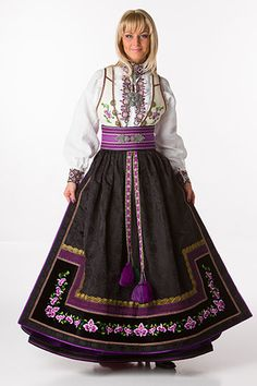 Norwegian dress,so pretty in purple tones Folk Costume, Costume Dress, Costumes, Norway Culture, Norwegian Clothing, Frozen Costume, Scandinavian Fashion, Lace Homecoming Dresses, Ethnic Fashion