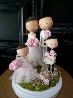 Custom family cake topper - wow that is such a great idea for a couple that already have children! Follow Us: www.jevelweddingplanning.com www.facebook.com/jevelweddingplanning/ https://plus.google.com/u/0/105109573846210973606/ www.twitter.com/jevelwedding/