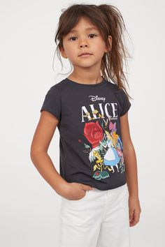 Printed Jersey Top - Dark gray/Alice in Wonderland - Kids Kids Outfits Girls, Girl Outfits, Girls Dream, Fashion Company, World Of Fashion, Red And Pink, Alice In Wonderland, Sleeve Styles, Personal Style