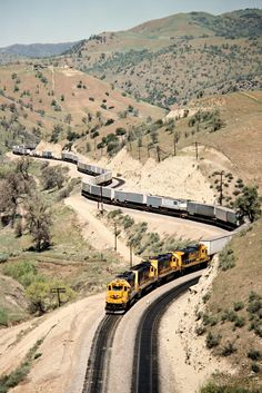 ATSF/SP, Cable, California, 1989 Eastbound Atchison, Topeka and Santa Fe freight train on Southern Pacific Railroad track in Cable, California, on April 13, 1989. Photograph by John F. Bjorklund, © 2016, Center for Railroad Photography and Art. Bjorklund-87-20-02