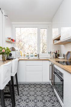 Smart Kitchen cabinets remodel tips - Idées De Cuisine Diy Furniture Couch, Kitchen Furniture, Kitchen Decor, Kitchen Cabinet Remodel, Kitchen Cabinets, Smart Kitchen, Kitchen White, Küchen Design, Interior Design Kitchen