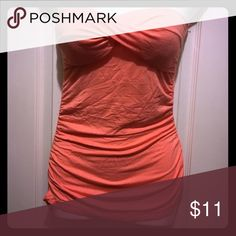 Coral tube top 💕 Coral tube with a twisted design , light padding in the cup area, and a gathered look on the seam of both sides. Fun and flirty 💕 Tops