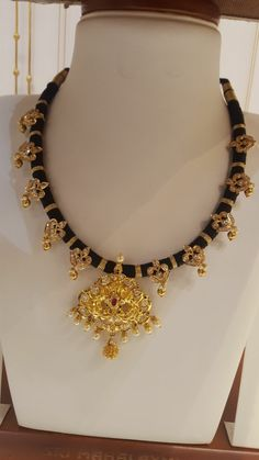 Thread Jewellery, Beaded Jewellery, Gold Jewellery Design, Bridal Jewellery, Diamond Jewelry, Gold Jewelry, Pearl Necklace Designs, Gold Earrings Designs, Gold Necklace