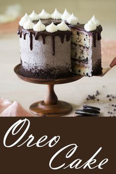 Oreo Cake Oreo Cake,This Takes the Cake! This Oreo cake has all the crunch, creaminess and chocolate you could desire! The crushed cookies in the buttercream are basically magic. Mug Recipes, Delicious Cake Recipes, Best Cake Recipes, Cupcake Recipes, Yummy Cakes, Cookie Recipes, Cupcakes, Cupcake Cakes, Oreo Torta
