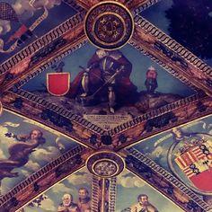 Detall sala daurada del palau de Cocentaina,historia de la familia rois de corella