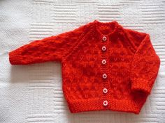 Simple red baby cardigan Free Newborn Knitting Patterns, Baby Cardigan Knitting Pattern Free, Baby Sweater Patterns, Baby Patterns, Baby Boy Cardigan, Knitted Baby Cardigan, Knit Baby Sweaters, Toddler Sweater, Knitting Dolls Clothes