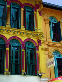 Colourful downtown Singapore (by globaltrekkers.ca) via Beautiful Portals tumblr