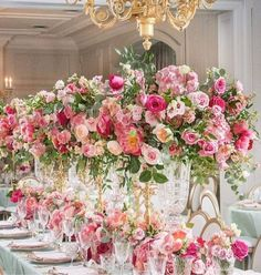 Feast your eyes on the royal vibes from this pretty in pink tablescape! Star Wedding, Wedding Table, Floral Wedding, Green Wedding, Summer Wedding, Wedding Ideas, Table Rose, Pink Table, Flower Table
