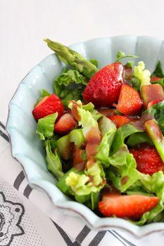 Grüner Spargelsalat mit Erdbeeren Salate Im Winter, Fruit Salad, Cobb Salad, Snacks, Guacamole, Mexican, Vegan, Ethnic Recipes, Food