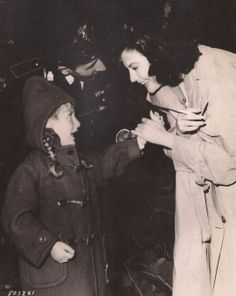 """bellecs: """" Ava Gardner greets a young fan on the set of The Angel Wore Red, 1960 """" Hollywood Cinema, Old Hollywood Stars, Classic Hollywood, Ava Gardner, Star Darlings, Dancing In The Dark, Vintage Glamour, Best Actress, Classic Beauty"""