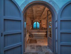 decordemon: A rustic-chic Italian villa.