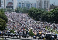 The U.S. government plans to sanction senior Venezuelan officials over human- and civil-rights violations, people familiar with the situation said Thursday. The officials being targeted and the sanctions are expected to be disclosed Thursday afternoon. The sanctions are likely to include the freezing of any U.S. assets held by these officials, as well as the denial or revocation of their U.S. visas. The measures form part of a tougher U.S. policy toward the embattled government of President…