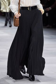 Simple Fashion Tips Celine Spring 2020 Ready-to-Wear Collection - Vogue.Simple Fashion Tips Celine Spring 2020 Ready-to-Wear Collection - Vogue Fashion Week, Fashion 2020, Runway Fashion, Spring Fashion, High Fashion, Fashion Show, Fashion Design, Celine, Style Haute Couture