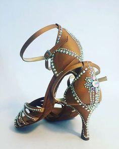 ❤❤#unavitaperladanza #dancesportshoes #danceshoes #Swarovski #strass #shoes  #latinshoes