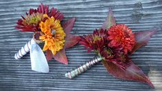 Fall boutonnieres. (www.blooming-art.com)