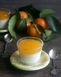 La panna cotta al mandarino è un dolce infallibile, ideale nel periodo invernale e che si può preparare in antiche per occasioni speciali come il Natale; una coccola dalla consistenza delicata ma piena di profumo.