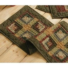 Log Cabin quilted table runner.