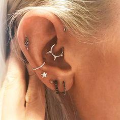 Ear cuff - Gold ear cuff - Ear cuff no piercing - Dainty earrings - Ear cuff gold - Cartilage earring - Huggie cz ear cuff- Minimal ear cuff - Custom Jewelry Ideas Cute Ear Piercings, Multiple Ear Piercings, Body Piercings, Piercing Tattoo, Cartilage Piercings, Anti Helix Piercing, Flat Piercing, Tongue Piercings, Diy Earrings