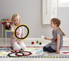 Tres es el número perfecto para una tarde divertida: ¡un peque, un amigo y un juego!
