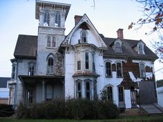Abandoned Mansions in New York | abandoned mansion in Pennsylvania near New York border.