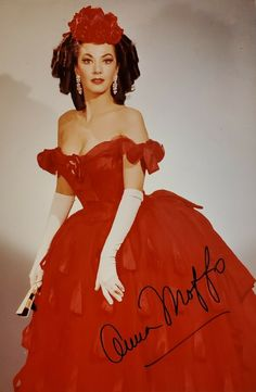 Moffo, Anna - Signed Photo Shown in La Traviata Theatre Costumes, Cool Costumes, Beautiful Costumes, Beautiful Outfits, Divas, Coloratura Soprano, Pictures Of Anna, Music Sing, Music Theater