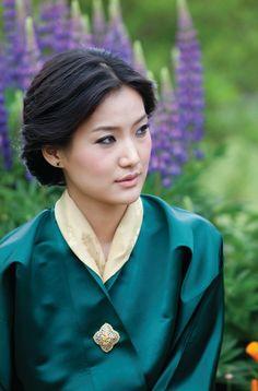 Jetsun Pema, queen of Bhutan - Imgur Pretty :)