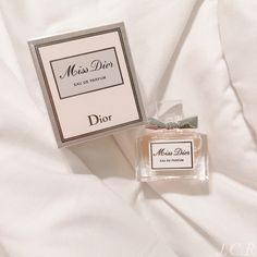 How cute is this mini Miss Dior perfume? Parfum Dior, Dior Perfume, Perfume Scents, Perfume Diesel, Perfume Bottles, Miniature Parfum, Classy Aesthetic, Perfume Collection, Gifts