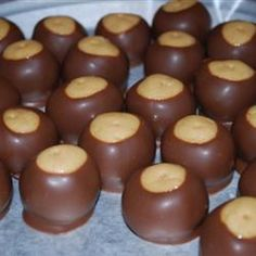 These Buckeye candies are not hard to make at all and coan be used for festive Christmas gifts! Buckeyes are peanut butter balls that are dipped in chocolate a bite sized treat that is absolutely delicious, the chocolate and peanut butter melt in. Candy Recipes, Holiday Recipes, Dessert Recipes, Fudge Recipes, Just Desserts, Delicious Desserts, Yummy Food, Delicious Chocolate, Baking Desserts