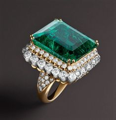 Emerald and diamonds. Emerald Jewelry, Diamond Jewelry, Gold Jewelry, Jewelry Accessories, Jewelry Design, Jewellery, Van Cleef And Arpels Jewelry, Van Cleef Arpels, Vintage Art Deco Rings