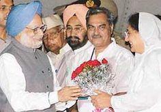 Venod Sharma with Former PM Manmohan Singh For more information about Venod Sharma visit : http://bit.ly/1rL48mQ