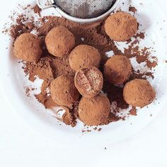 Słodziutkich snów życzę Wam!  #slodycze #slodkosci #bezglutenu #bezglutenowe #czekolada #czekoladowe #trufle #domowejroboty #zrobtosam #zdrowejedzenie #kaszajaglana #weganizm #veganeats #vegansweets #glutenfree #glutenfreesweets #sweet #sweets #healthysweets #chocolate #truffles #eksperymentalnie #goodfood #instafood