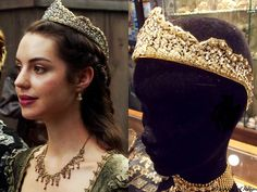 "In the episdeo (""Pulling Strings"") Queen Mary wears this Alfedo Laggia custom tiara. Worn with a Reign Costumes custom dress, Ben-Amun necklace. Adelaide Kane, Queen Mary Reign, Reign Dresses, Reign Fashion, Tv Show Outfits, Fandom Jewelry, The Cw Shows, Mary Stuart, Royal Jewelry"