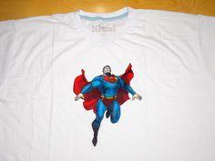 Camiseta Pintada à Mão Super Homem.