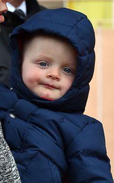 Le prince héréditaire Jacques de Monaco a fait samedi 27 février 2016 une apparition remarquée, aux cotés de ses parents le prince Albert II et la princesse Charlène. En effet, le prince Jacques, a fait ses premiers pas en public.