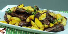 L' agnello al forno con patate èil classico piatto del pranzo diPasqua, ma è un buon secondo piatto, che piace quasi a tutti, bambini compresi. Ideale da proporre anche per il pranzo della domenica.
