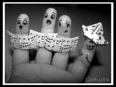 Finger choir -- what fun Musician Jokes, Finger Image, Funny Fingers, How To Draw Fingers, Finger Fun, Finger Heart, Finger Plays, Ring Finger, Monday Feels