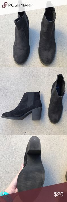 H&M booties Worn only a few times, can show some wear, good condition still ! It says it's size 40 in Euro, but can fit between 8.5-9 H&M Shoes Ankle Boots & Booties