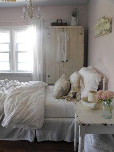 Beautiful Blue Shabby Chic Bedroom Ideas – Shabby Chic Home Interiors Shabby Chic Bedrooms, Shabby Chic Cottage, Bedroom Vintage, Vintage Shabby Chic, Shabby Chic Homes, Vintage Decor, Cottage Style, Home Bedroom, Bedroom Decor