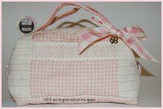 Neceser romantico cuadros blanco y rosa. White and rose romantic toilet bag pilicose.blogspot.com.es