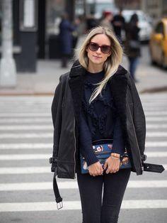 Street style New York Fashion Week womenswear Denim Fashion, Fashion Outfits, Womens Fashion, Fashion 2016, Winter Coat Outfits, Winter Trends, Autumn Winter Fashion, Fashion Fall, Street Fashion
