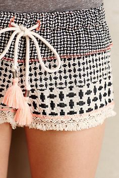 Cute for little pj shorts or shorts to wear around the house. Jacquard Drawstring Shorts by Gypsy 05 Mode Style, Style Me, Mode Lookbook, Look Fashion, Womens Fashion, Luxury Fashion, Summer Outfits, Cute Outfits, Boho Chic