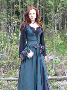 LARP costumeLARP costume - Page 37 of 322 - A place to rate and find ideas about LARP costumes. Anything that enhances the look of the character including clothing, armour, makeup and weapons if it encourages immersion for everyone. Costume Renaissance, Medieval Costume, Renaissance Clothing, Medieval Fashion, Historical Clothing, Medieval Gown, Simple Medieval Dress, Larp Costumes, Renaissance Outfits