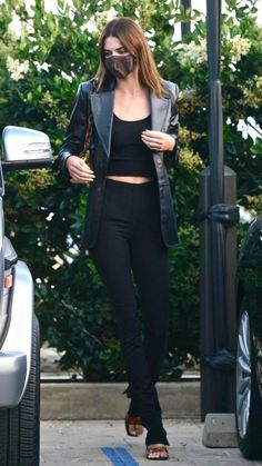 Kendall Jenner Outfits, Kendall And Kylie Jenner, Model Outfits, Fashion Outfits, Black Coat Outfit, Kendalll Jenner, Famous Models, Types Of Fashion Styles, Aesthetic Clothes