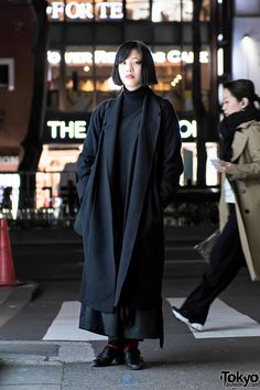 Moenon is a student who we often see around the streets of Harajuku. Her dark look features a Christophe Lemaire maxi coat over a Limi Feu top, Yohji Yamamoto wide leg pants, Taro Horiuchi buckle shoes with red socks, and a bag by the Japanese Japan Street Fashion, Tokyo Street Style, Korean Street Fashion, Tokyo Fashion, Harajuku Fashion, Monochrome Fashion, Dark Fashion, Mode Outfits, Fashion Outfits